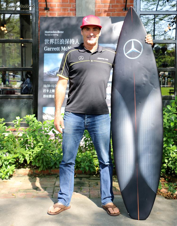 賓士品牌大使也是世界衝浪高度紀錄保持人Garrett McNamara。