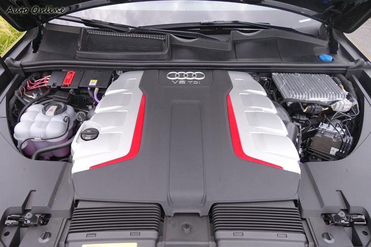 透過EPC電子渦輪系統預先灌注增壓,使得引擎能在極低轉速就迸發渾厚推進力。