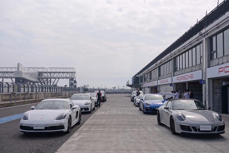 本次活動提供Panamera E-Hybrid、Panamera Turbo S E-Hybrid 、Cayenne E-Hybrid和918 Spyder作為體驗用車,至於前導教練車則由兩部跑車擔綱。
