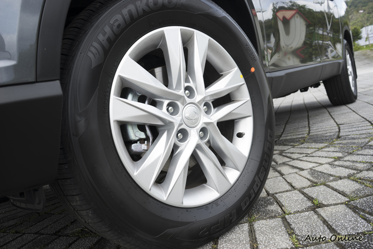試乘車配18吋Hankook Dynapro HP2休旅車四季胎。