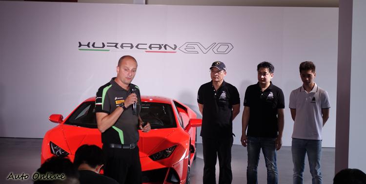 原廠教練策畫賽道體驗的活動內容,並由三位台灣車手組成專業教練團隊。