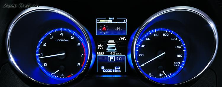 儀錶在顯示不同行車資訊時會以不同顏色來呈現,判讀起來更直覺。