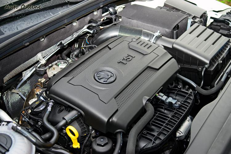 1.8 TSI引擎有稅金上優勢且讓Octavia加速表現在同價位對手中脫穎而出。