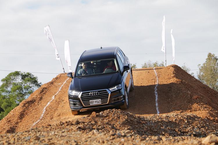 Audi以旗下搭載quattro智慧型恆時四輪傳動系統的Q系列車款作為Off-Road課程專用車輛,讓更多喜愛越野操駕的車迷們擁有更完善、零時差的駕訓體驗環境。