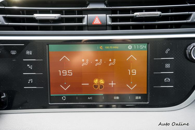 七吋觸控螢幕可支援Car Play與Android Auto等平台。