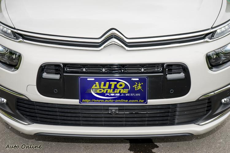 水箱罩造型稍做修改,車頭面貌也與Grand C4 Picasso統一化。