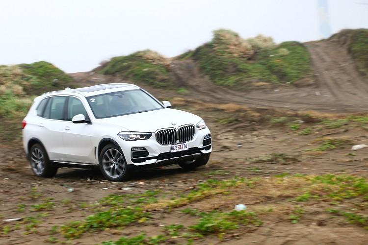 BMW就是BMW,不管是什麼車型駕駛樂趣就是不可少,激烈一點駕駛完全沒有疲態。