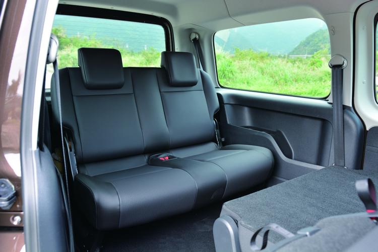舒適的座椅配置設計,第三排也能讓成人舒適乘坐,每一排都有自己專屬的置物空間。