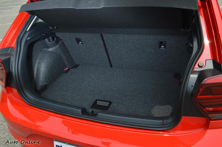 標準模式下有351L的容量,並且能調整底板加以擴充。