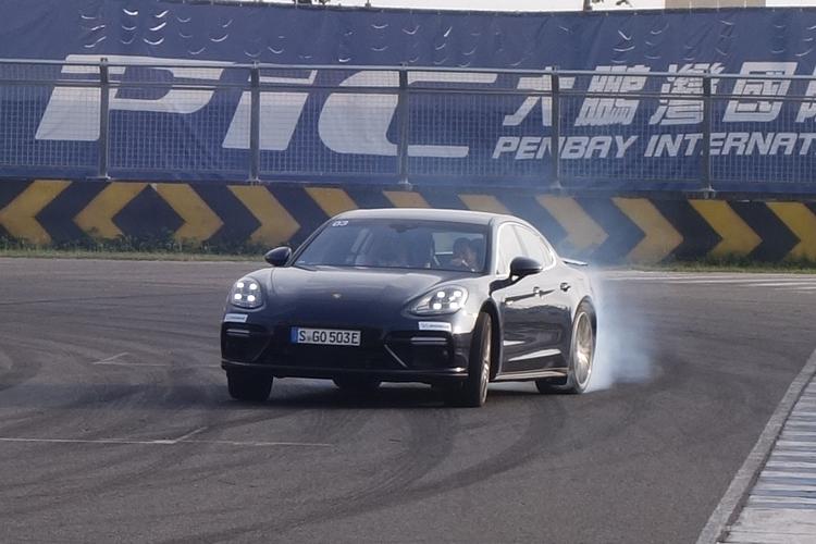 Porsche的E-Hybrid動力系統讓它的跑車性能達到加成效果。