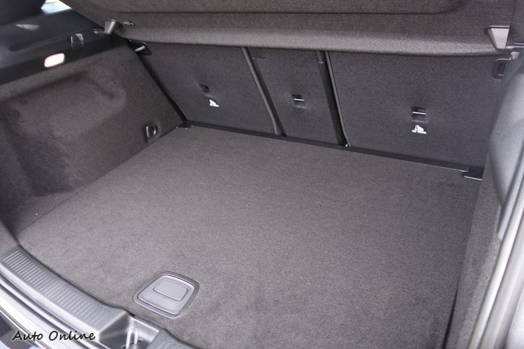 行李箱容積從基本的455L,最大可擴增到1540L。