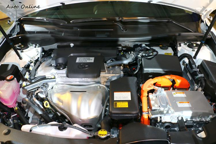 Toyota油電混合動力最大優勢可以純電行駛,低速時採用電動馬達驅使,不僅安靜又不需花費任何一點汽油。
