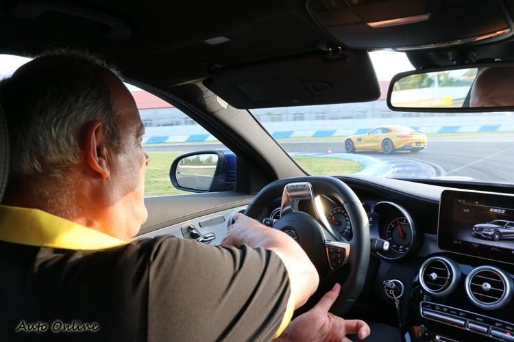 駕馭體驗營是學不到這類高級技巧的,如興趣請報名正規的駕馭體驗課程。