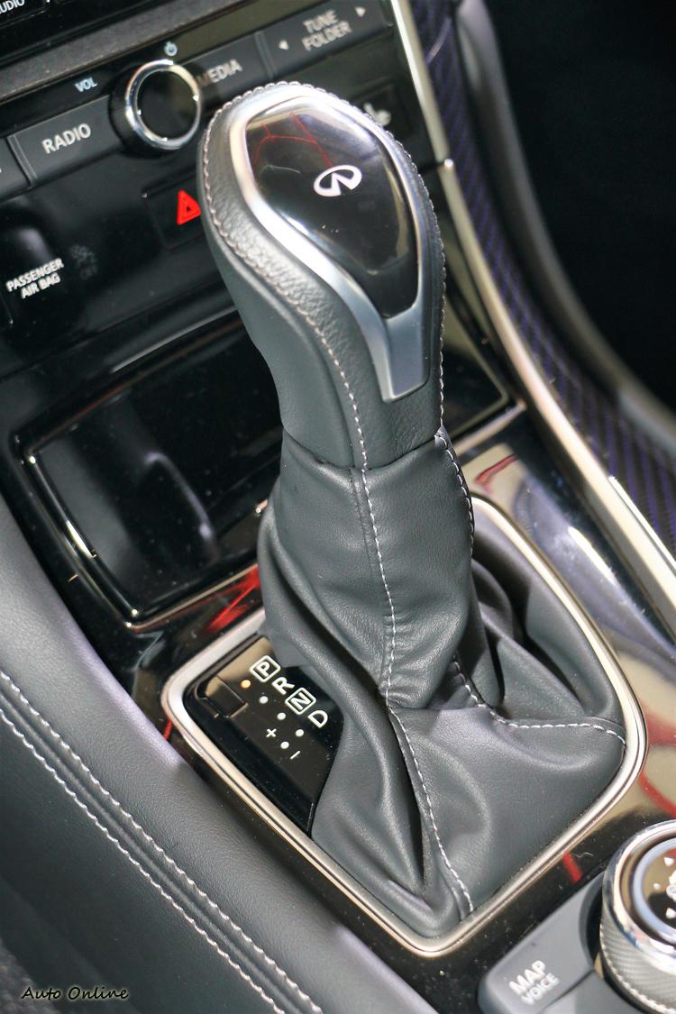 變速箱兩款車都搭載七速手自排變速系統。