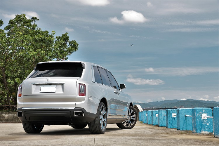 你問我現今市場上最奢華的休旅車是誰,我會毫不猶豫的告訴你是Rolls-Royce Cullinan。