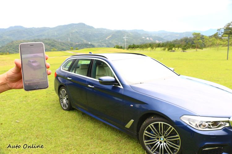 透過安裝於車輛前後方及兩側車外後照鏡上的鏡頭拍攝車輛四周360度環境。