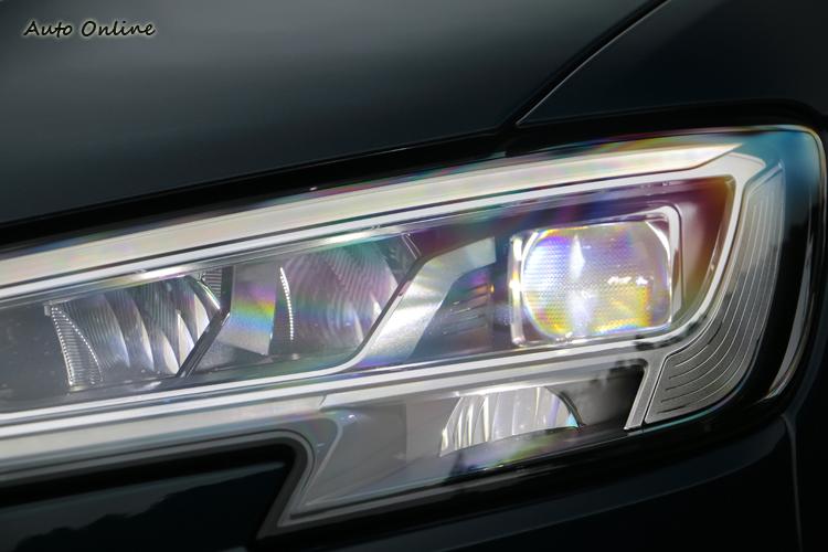 中階以上車型標配LED頭、尾燈組,並且搭配動態轉向指示燈和頭燈清洗器。