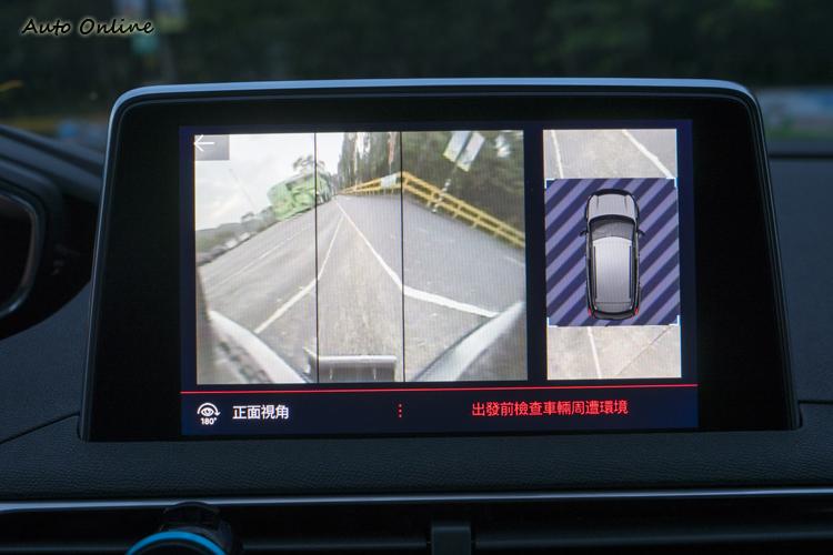 除了倒車顯影外,也提供正面180度視角的顯示。