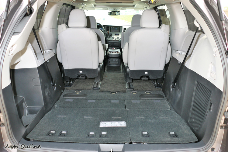 如果收折第三排可以瞬間增加至2466L超大行李廂空間。