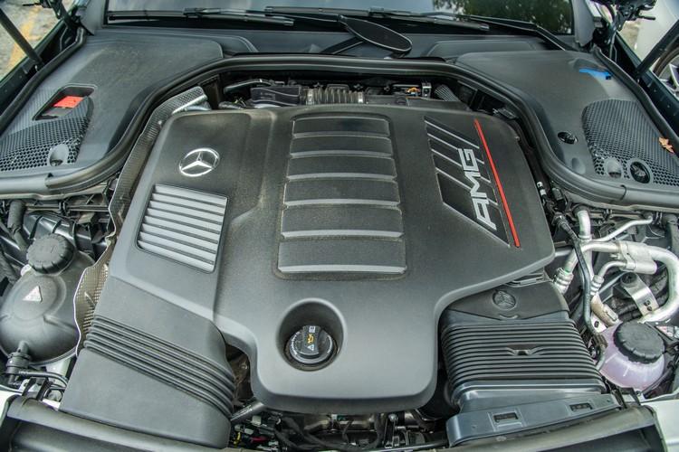 E53六缸引擎就已擁有435hp最大馬力,EQ Boost系統還額外支援22hp的輸出。