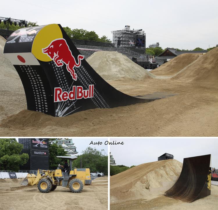 比賽場地原本是大阪神公園的草地,為了舉辦X-FIGHTERS特地運來黃土,搭建比賽要用的土坡以及跳台,使用黃土能降低選手失誤摔下來的傷害。