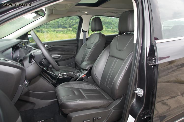 座椅的包覆與支撐感覺以CR-V為最佳。