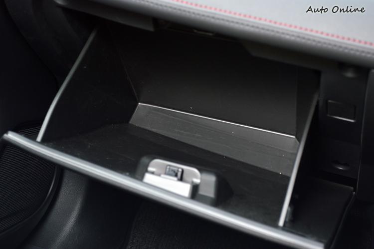 不少細節還是需要更細膩的包裝,譬如手套箱內部可以考慮鋪上絨布減噪處理。