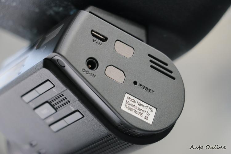 側面電源孔和後視訊號輸入孔,採12V電壓,因此一般行動電源無法驅動。