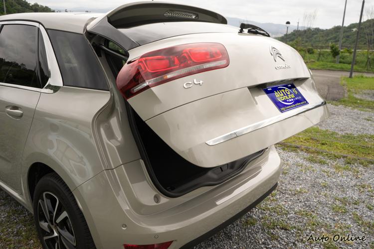 部分車型標配電動啟閉尾門。