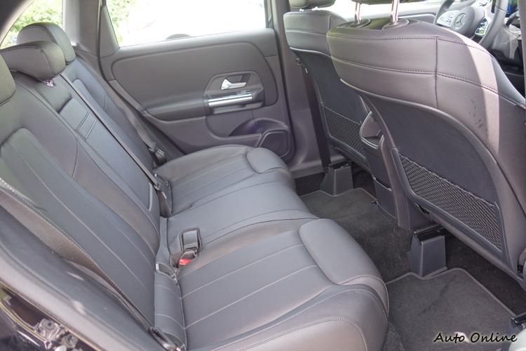 更充裕的後座空間讓它成為一款實用的家庭房車。