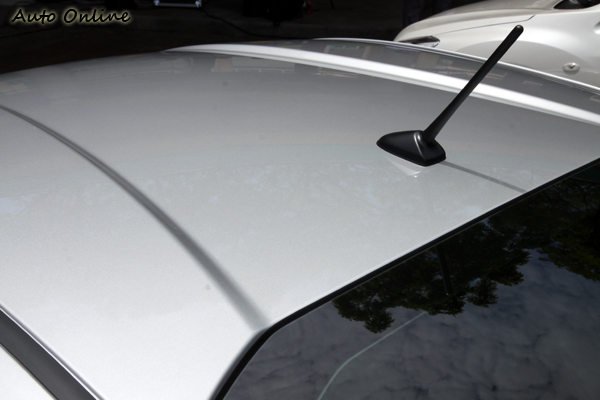 BRZ的車頂並非完整的平面,類似溝槽的設計有助於空氣力學的運用。