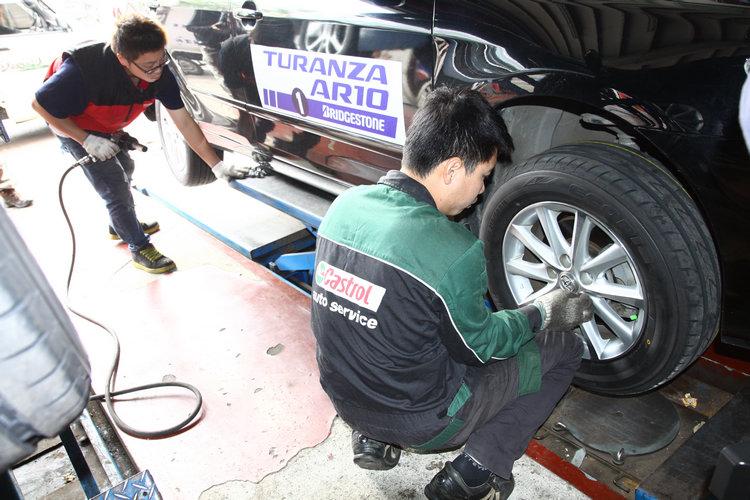 中途點和同型車互換不同款式的輪胎,才能比較出輪胎差異造成的影響。