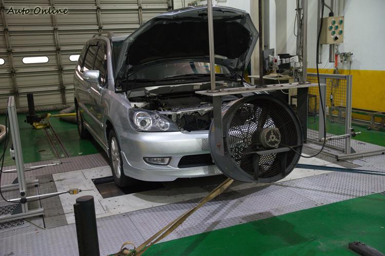 國際與台灣一般法規認證排污測試都是在實驗室內上動力計來進行。
