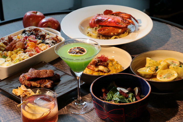 AMG車牌製作而成的菜單別具特色,「牛排教父」鄧有癸更親自為#AMGPopUpTaipei設計無國界Tapas美食菜肴。
