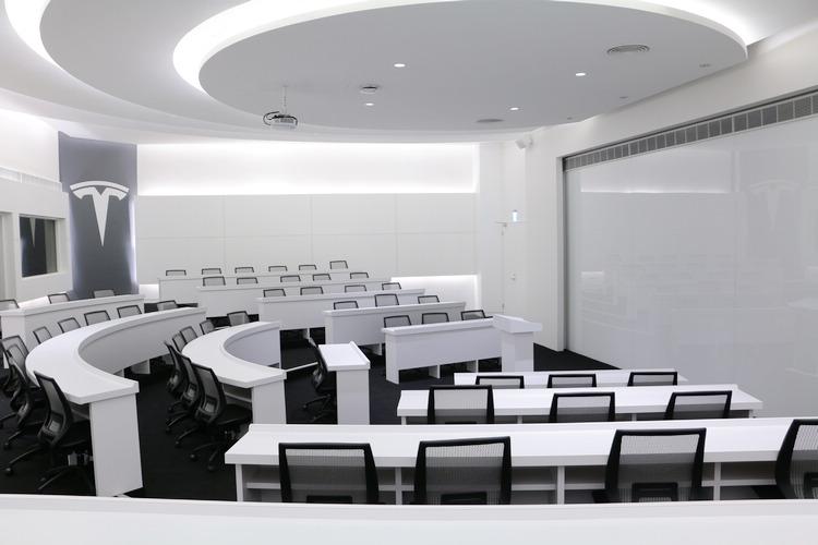 總部還提供大講堂及多功能會議室,不僅可於未來做為產學合作的交流空間,也能與台灣企業攜手一同推動永續能源及電動車的創新發展。