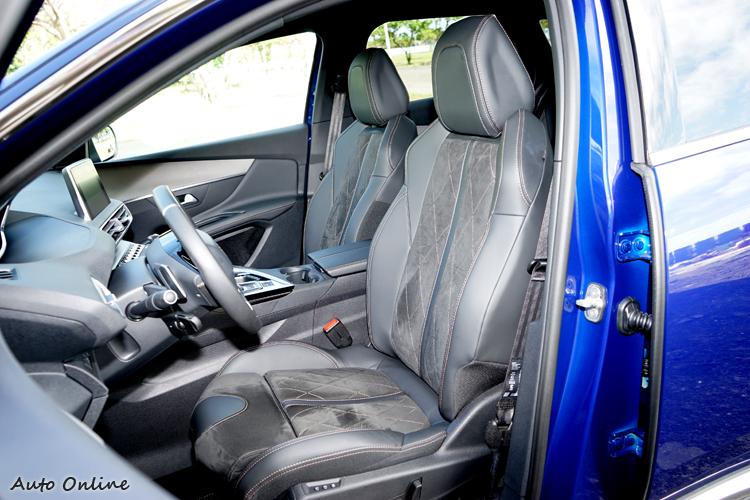 前座具電動腰靠、電熱功能,駕駛座可八向電動調整。