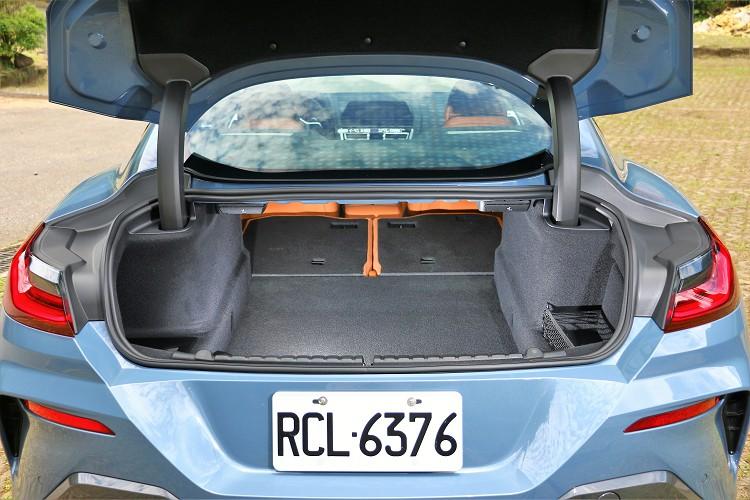 行李廂空間只有420公升,好在有6/4分離能臨時增加置物空間。