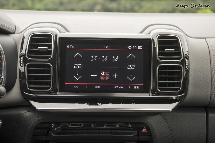 8吋彩色觸控螢幕,透過下方觸控按鍵切換主要功能。
