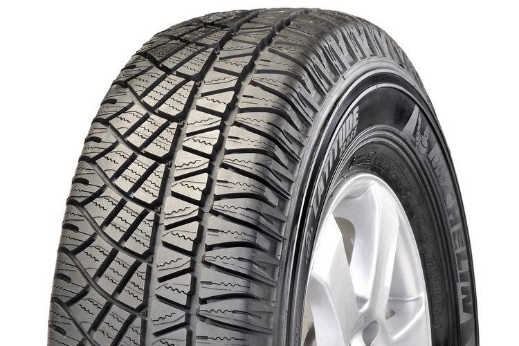 米其林Latitude Cross越野型SUV專用輪胎,除了能夠提供媲美正統越野胎的強大抓地力,更具備了公路用輪胎的舒適性,堪稱是越野玩家享受翻山越嶺樂趣時不可或缺的配備。