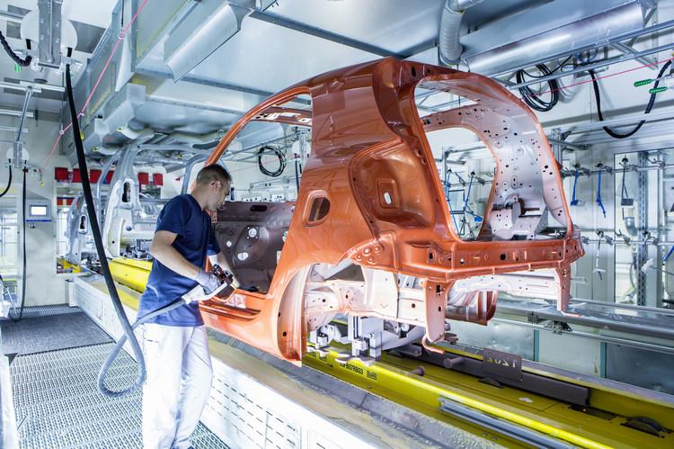 新一代smart將在中國製造,也會運用吉利汽車開發的電動車技術,德國方面表面上參與經營,實際上只持有設計造型的權利。
