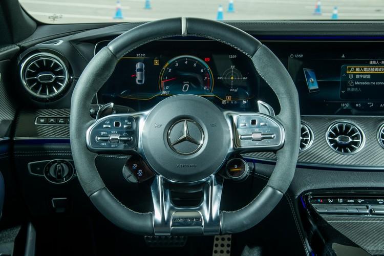 GT 53的座艙氛圍,明顯比起一般AMG車款更富戰鬥感。