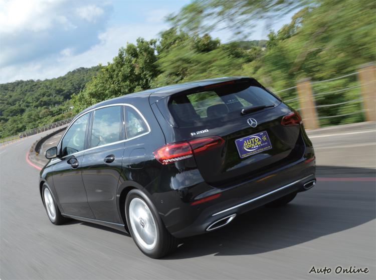優良的車室隔音和底盤抑震品質,展現出身為高級車的應有水準。