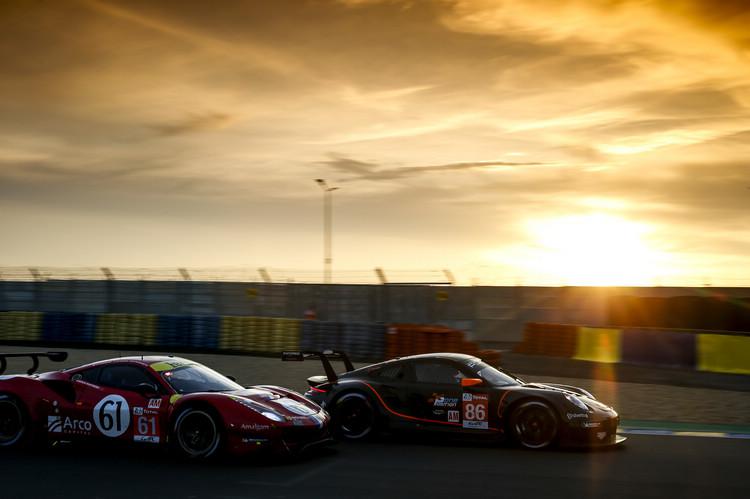 GT組的比賽過程相當有看頭,只可惜少了Corvette和GT-R和Ford GT,車款陣容有些單調。