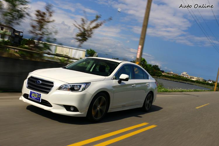 Subaru Legacy動力表現這塊,靜止從100km/h需要9.6秒,極速達到210km/h。