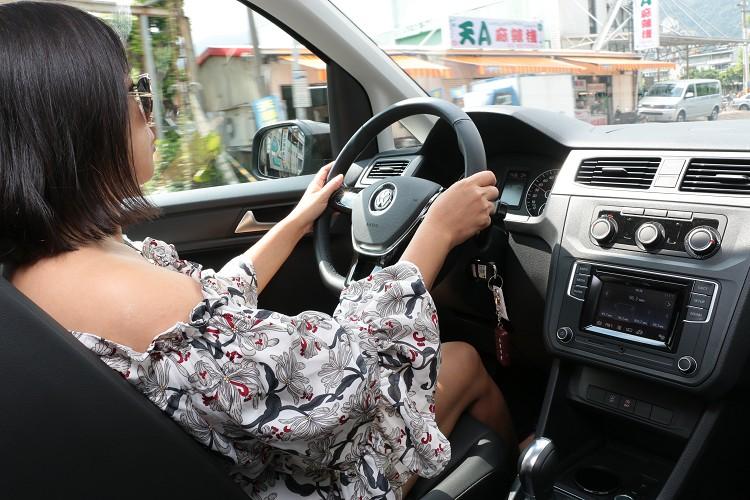 龐大身軀的商用車,其實開起來視野良好,女性駕駛也能輕鬆愜意。