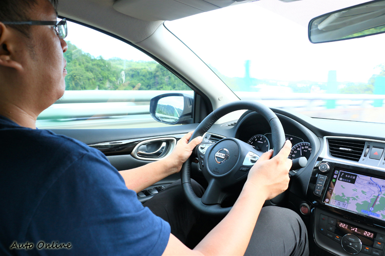 避震器與輪胎天衣無縫搭配下,有著很類似歐系車的沉穩。
