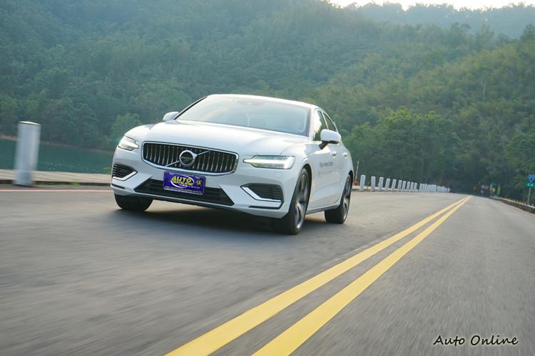 低速以馬達帶動,中高速再以引擎強勁加速,加速感順暢。