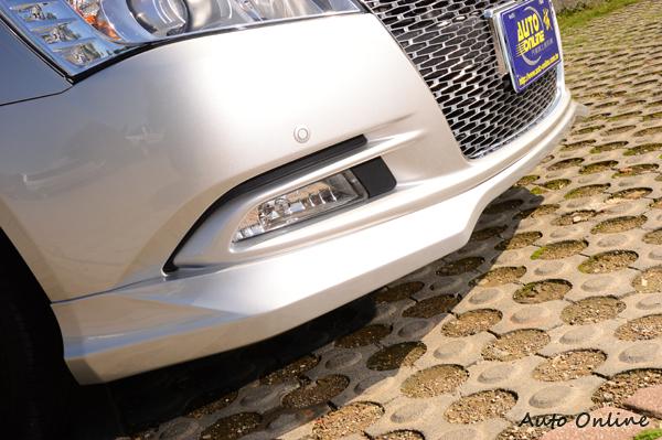 原廠設計的前下巴造型比較內斂,適合想要低調的車主選購。
