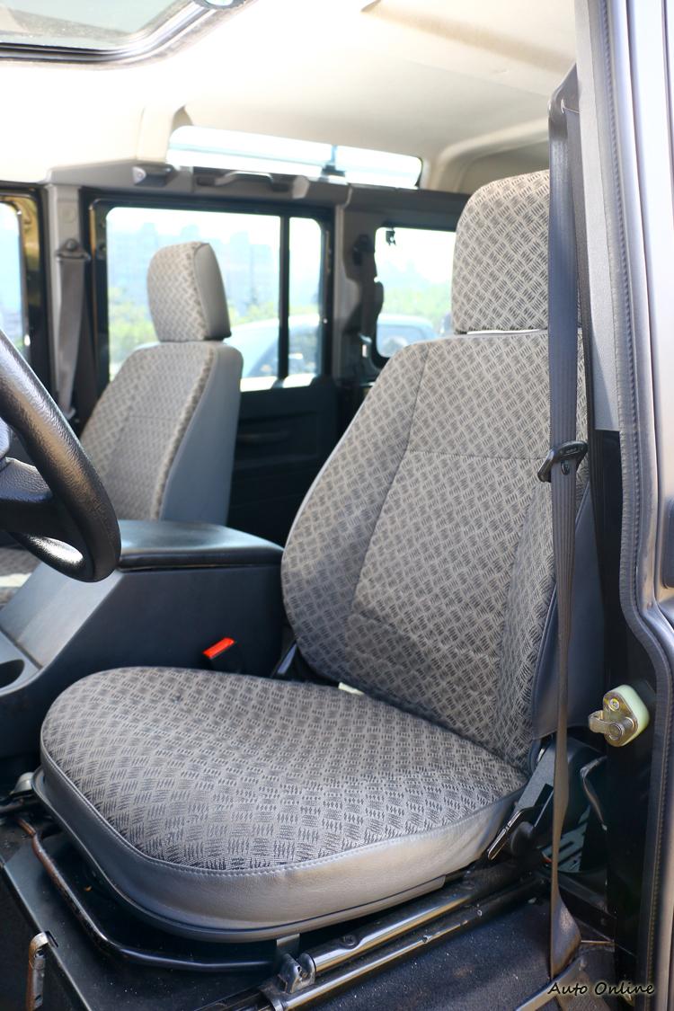 座椅的造型呈現小發財車樣式,開起來也很像。