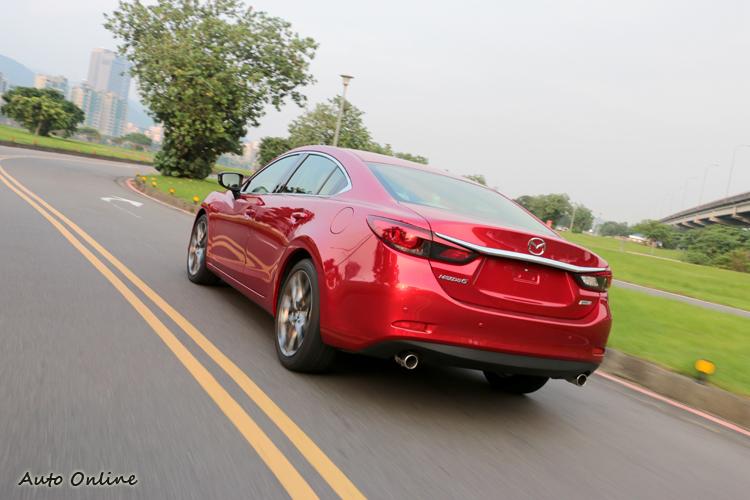 Mazda 6轉速極限延後至5250rpm,靜止加速100km/h花費8.4秒,極速則在200km/h左右。
